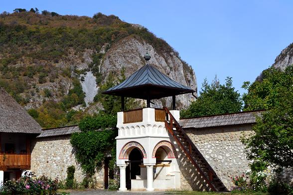 spectacular road trips Romania Polovragi
