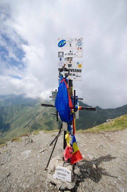 Hiking the highest peak in Romania, Moldoveanu