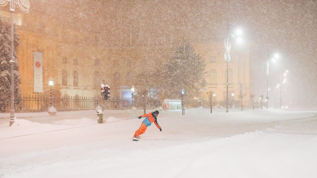 Things to do in Bucharest in winter: snowboarding